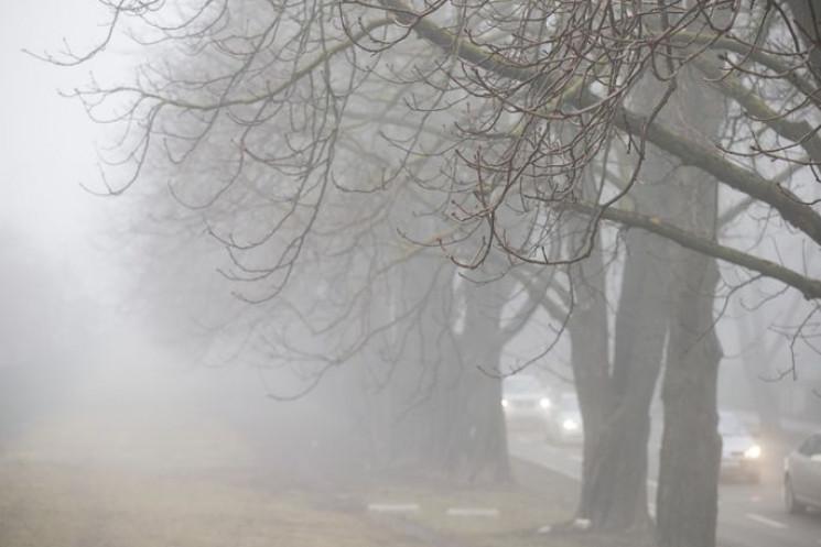 """Київ """"потонув"""" у березневому  тумані…"""