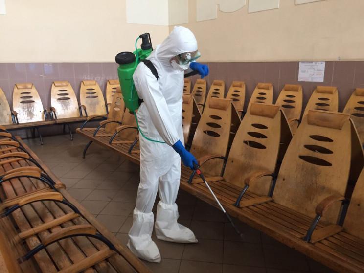 Буковинські рятувальники дезинфікують за…
