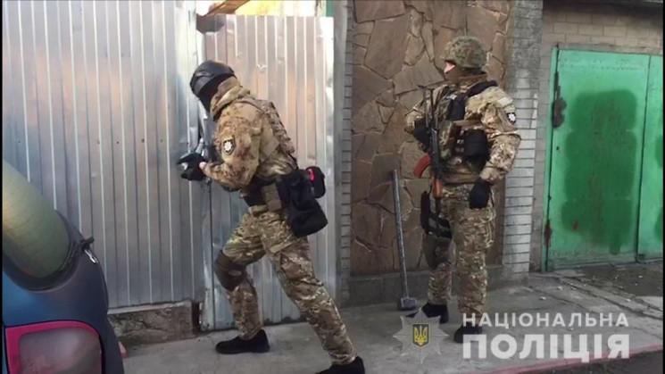 Одесские полицейские задержали четверых…