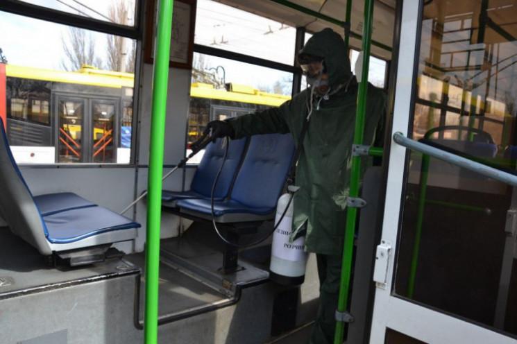 В Одессе дезинфицируют общественный тран…