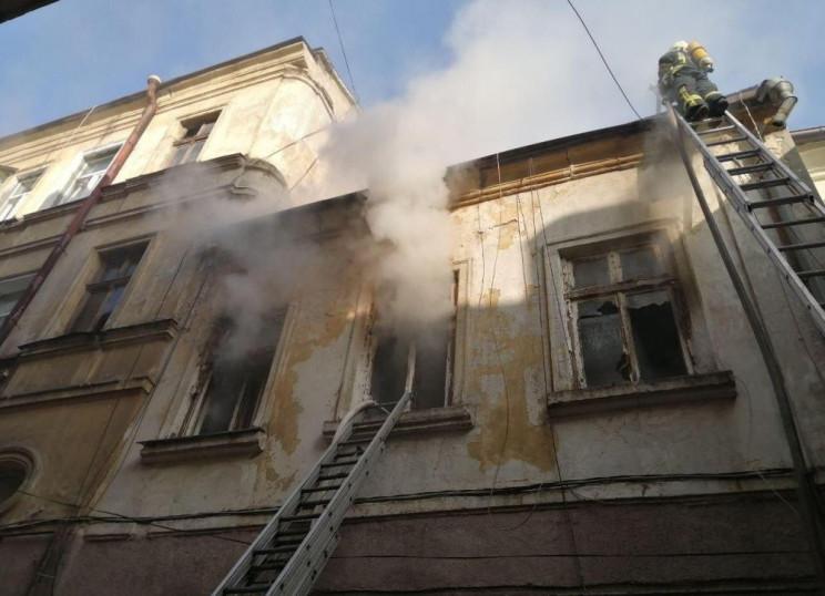 В центре Одессы загорелся жилой дом…