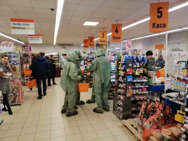 На Запоріжжі покупці йдуть до супермарке…