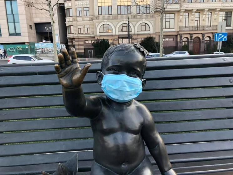 Скульптури дітей на столичній Поштовій п…