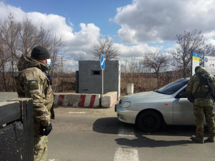 """На КПВВ Донбасу """"через особливі обставин…"""