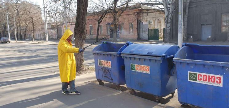 Одеські комунальники дезинфікують парадн…