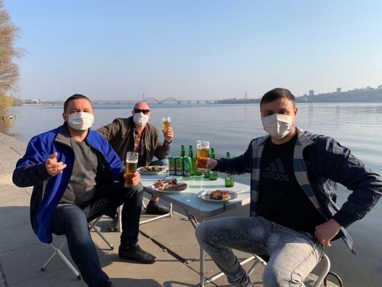 У Дніпрі на пікніках п'ють пиво у захисн…