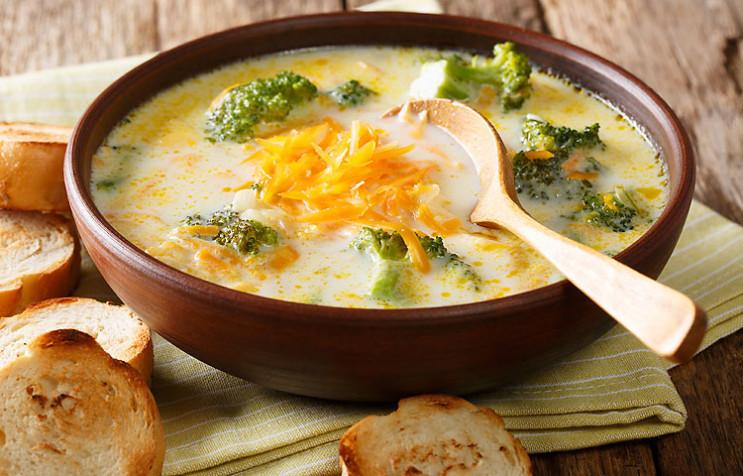 Історія на тарілці: Рецепт сирного супу…