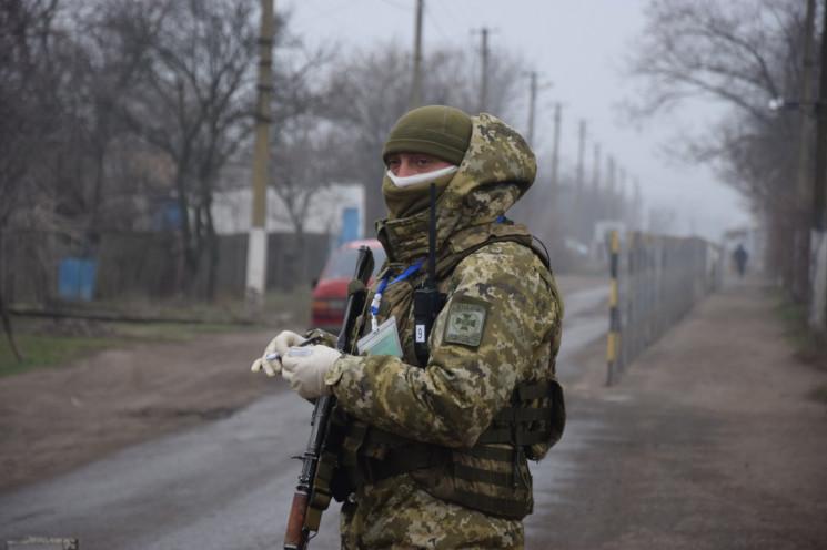 На Донбассе временно прекращают пропуск…