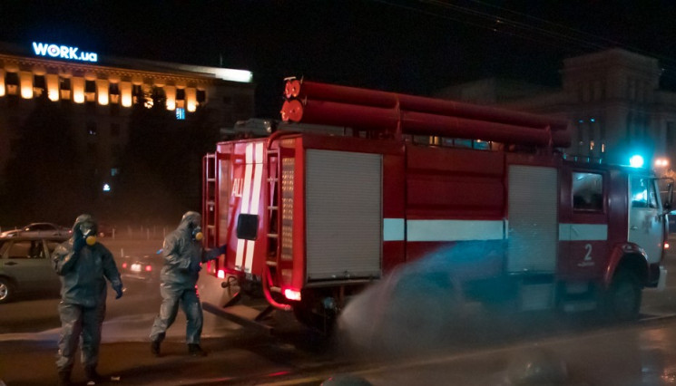 У Дніпрі рятувальники дезінфікують вулиц…