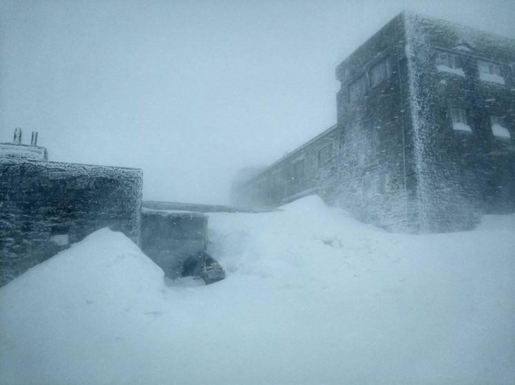 У Карпатах сніжить, температура опустила…