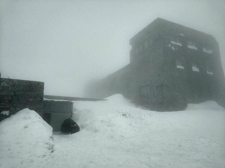 В Карпатах намело больше метра снега…