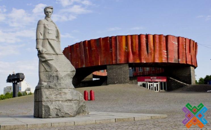 У Шепетівці замість музею ім. М.Островсь…