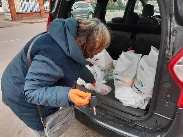У Мукачеві волонтери розвозили допомогу…