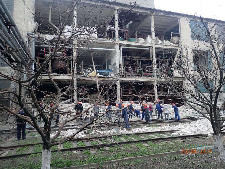 На Луганщині вибухнув завод: Є загиблі…
