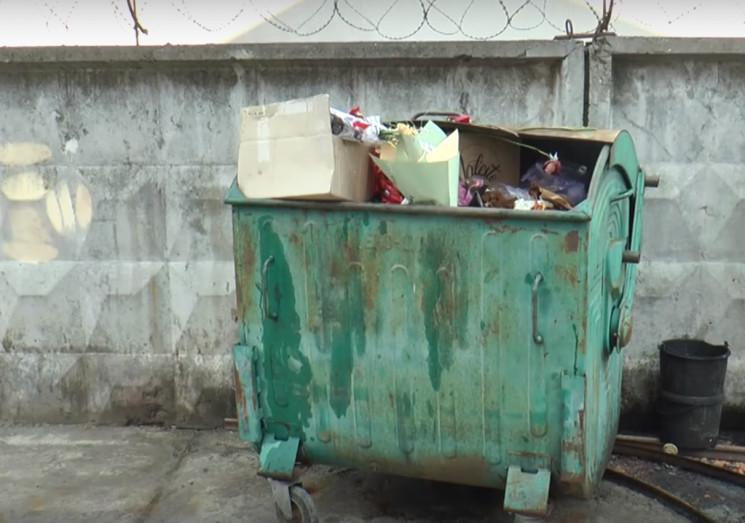 Сумчан просять не викидати сміття в кана…