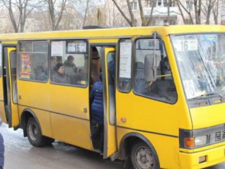 У Миколаєві маршрутчик отримав величезни…