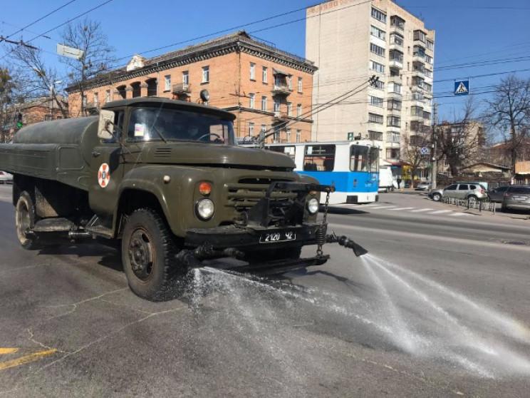 У Вінниці почали дезінфікувати вулиці…