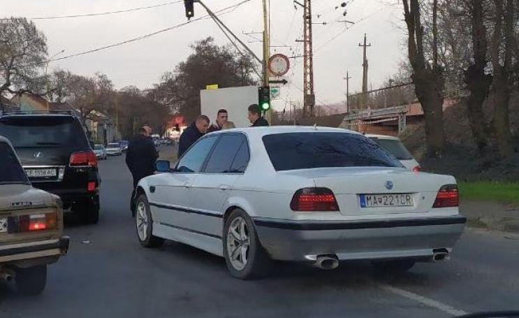 В Ужгороді біля переїзду сталася аварія:…