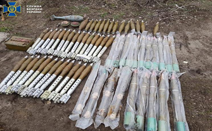 На Луганщині знайшли кілька схронів зі з…