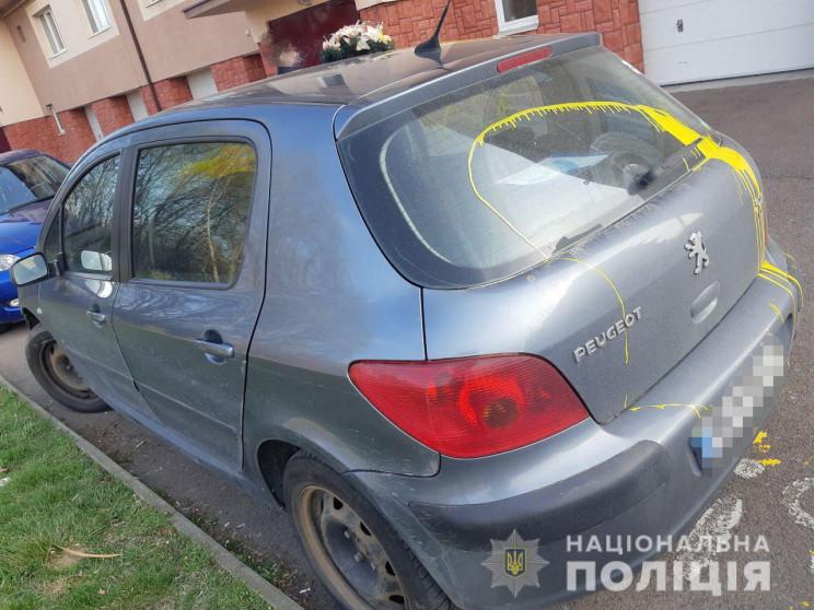 Поліція розслідує факт пошкодження автів…