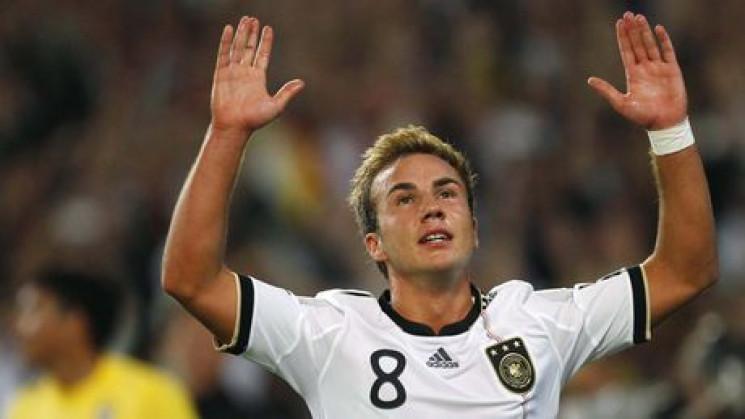На німецьку футбольну зірку з'явився ще…