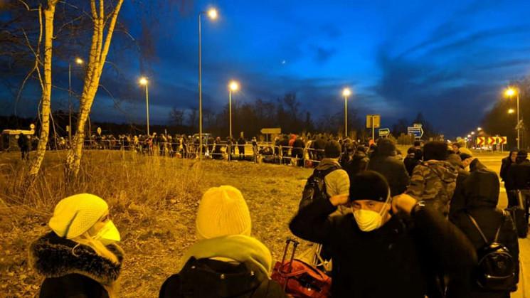 У Польщі виникли величезні скупчення укр…