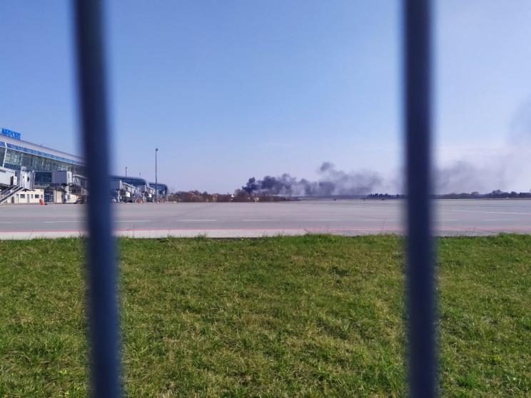У Львові біля аеропорту виникла пожежа (…
