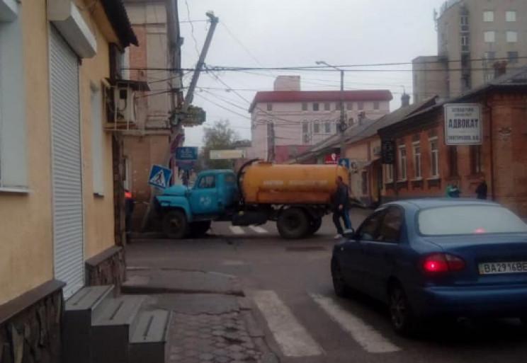 """У центрі Кропивницького """"ВАЗ"""" протаранив…"""