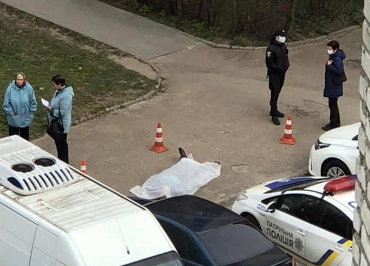 На Сихові серед вулиці знайшли мертве ті…