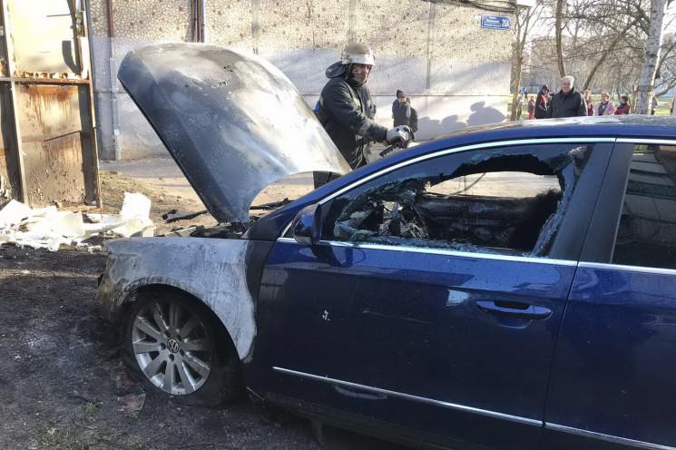 В Харькове возле гаража загорелся Volksw…