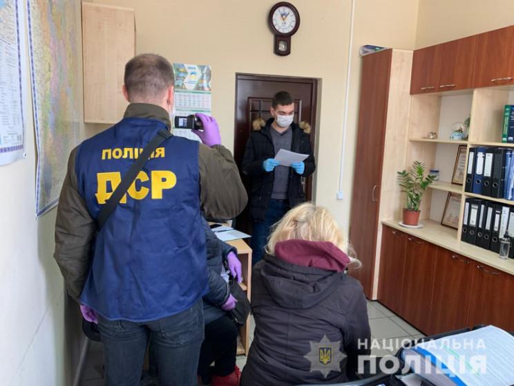 На Київщині та Полтавщині викрили чиновн…