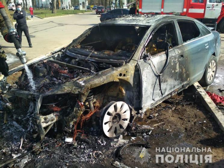 Двое пострадавших и сгоревшая машина: В…