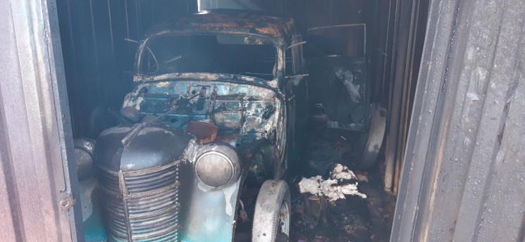 """У Ладижині в гаражі згорів раритетний """"М…"""