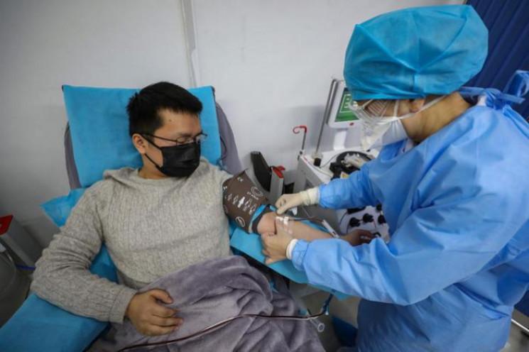 В Україні хворих з легкою формою COVID-1…