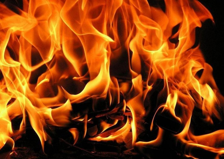 На Херсонщине огонь начисто уничтожил дв…