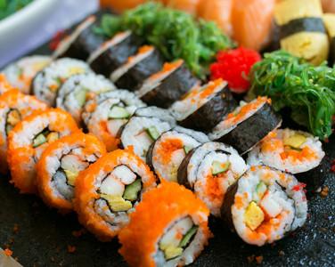 Історія на тарілці: Хто вигадав суші і я…
