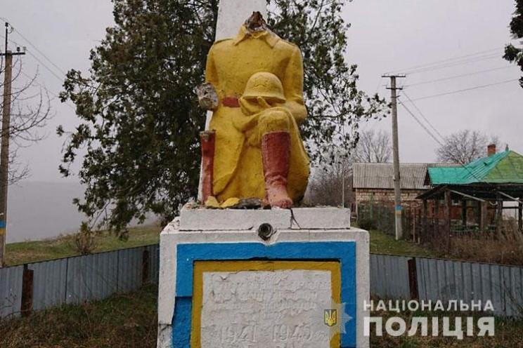 На Тернопільщині вандали обезголовили па…