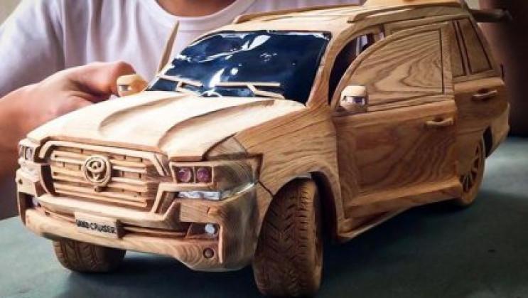 Дерев'яний близнюк Toyota Land Cruiser в…