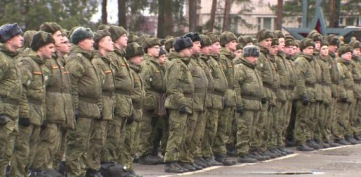 На Росії тисячі військових зібрали на пі…