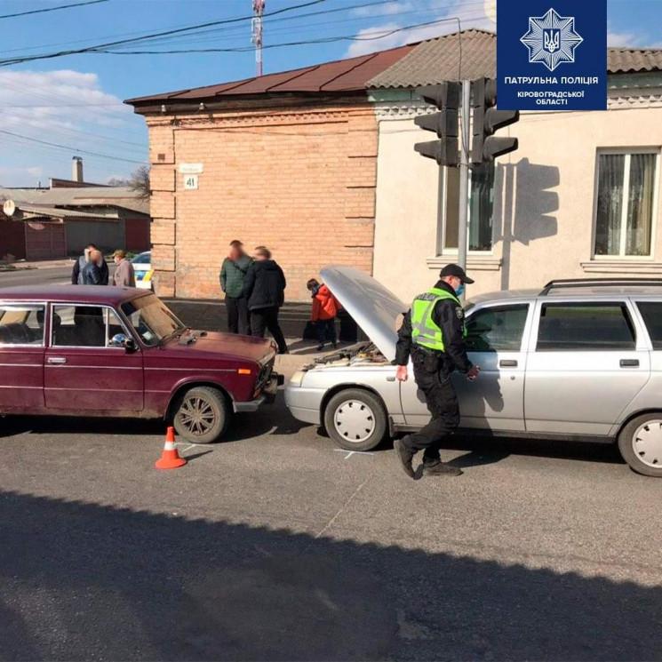 У центрі Кропивницького зіткнулися ВАЗи…