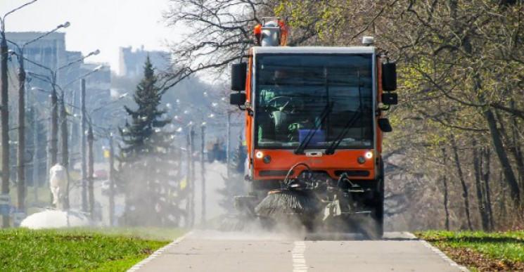Улицы Харькова обрабатывают хлорсодержащ…