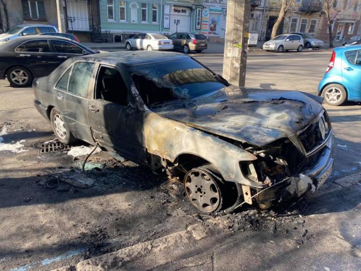В Одессе сожгли автомобиль общественника…