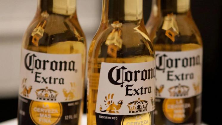 Виробник пива Corona призупиняє роботу ч…