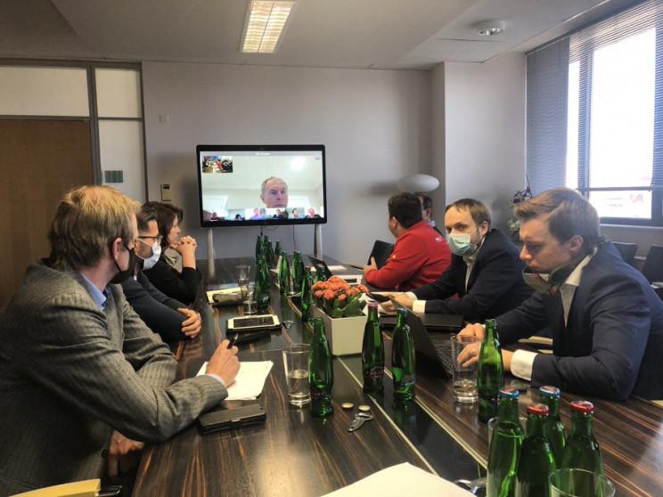 В Чехії оштрафували міністра за те, що б…