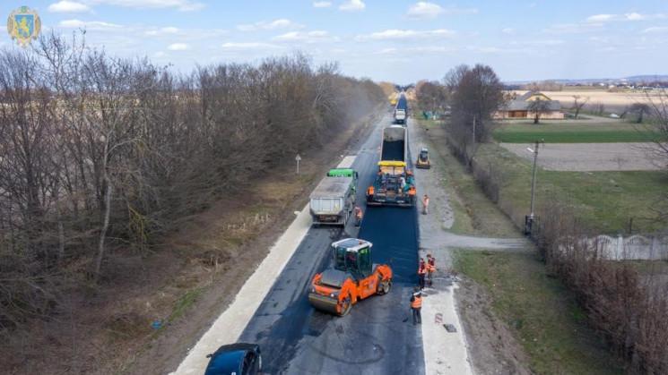 На Львівщині продовжують ремонтувати дор…