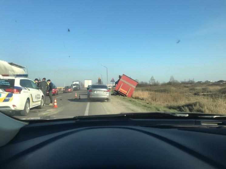 У Львові на об'їзній сталася ДТП, зупини…