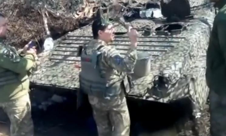 На передовій ООС освятили бойові машини…