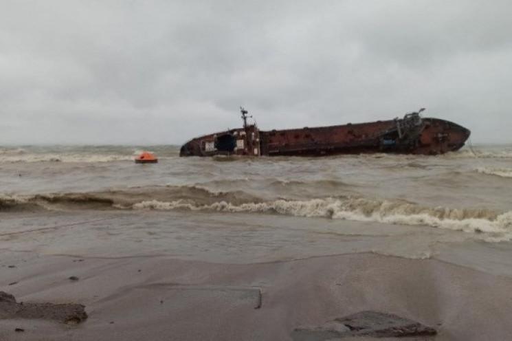 Власник танкеру Delfi обіцяє прибрати су…