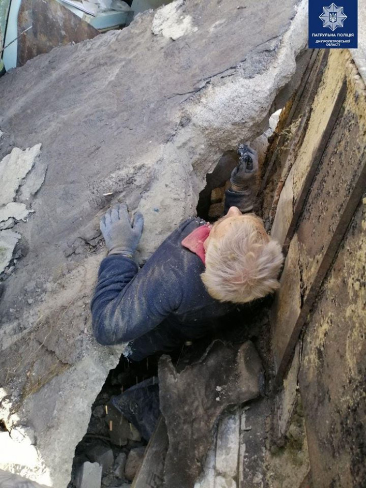 В Днепре бетонной плитой придавило челов…