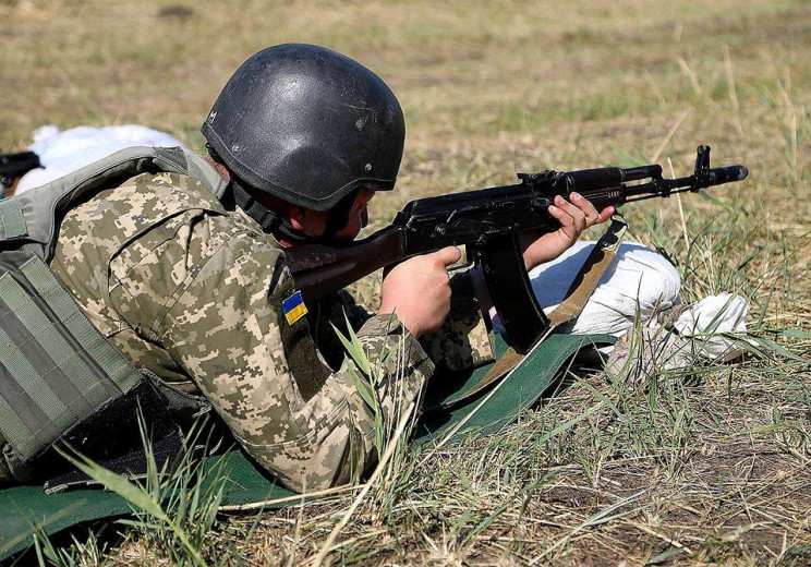 Бойовики на Донбасі поранили нашого воїн…